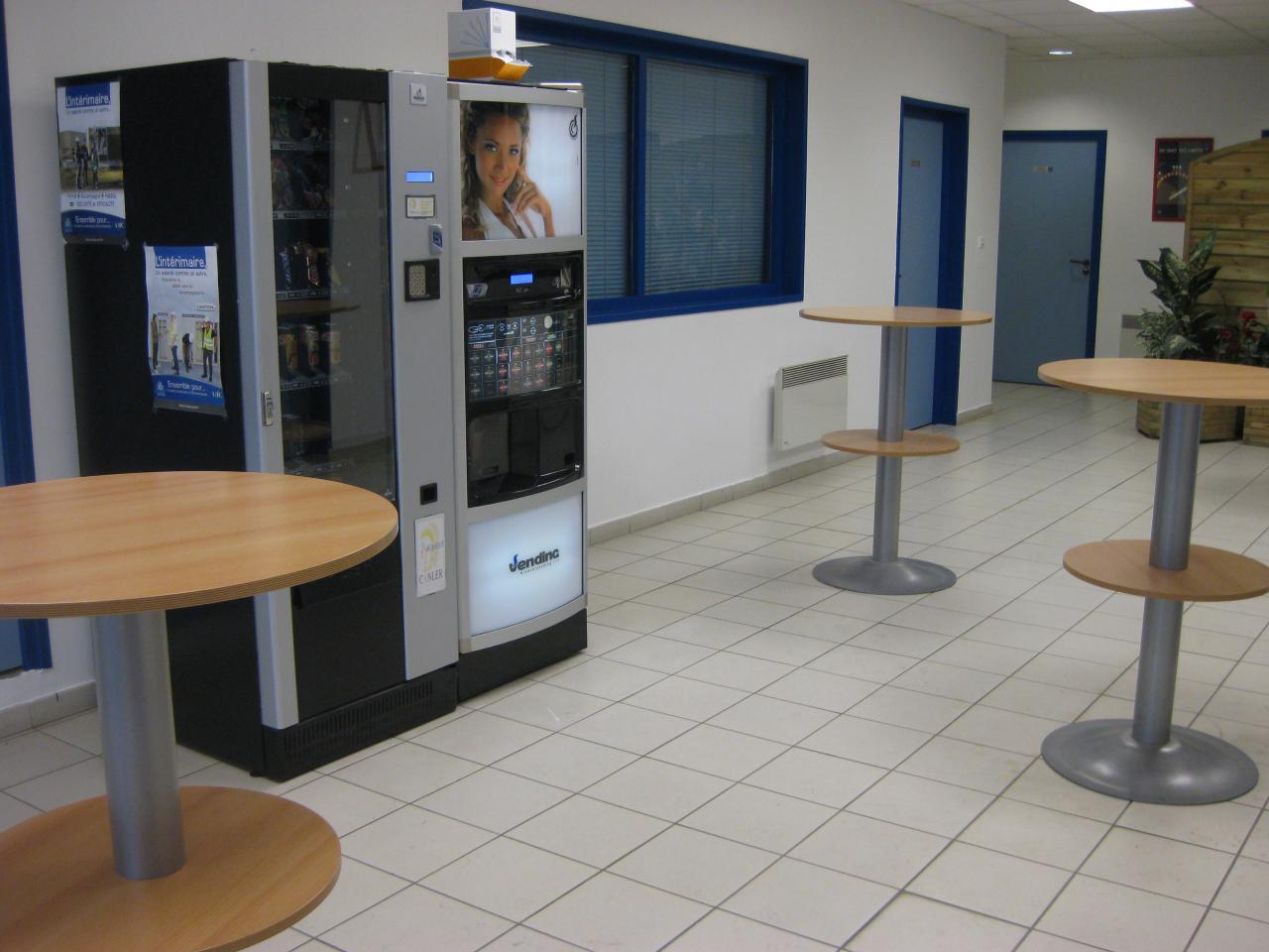 Salle de pause d 39 un centre de formation for Mobilier salle de pause